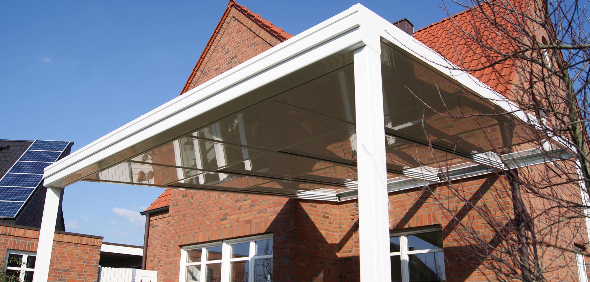 Terrassenschiebedach mit Glaseinsätzen